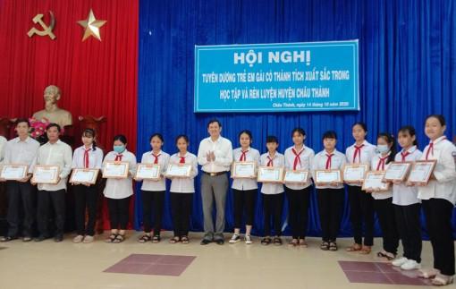 Châu Thành tuyên dương trẻ em gái xuất sắc trong học tập và rèn luyện