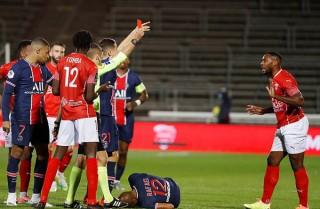 Mbappe lập cú đúp đưa PSG lên đầu bảng Ligue 1