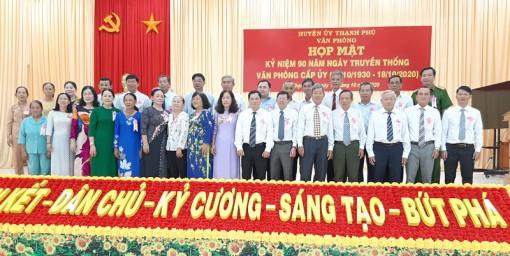 Thạnh Phú họp mặt kỷ niệm 90 năm Ngày truyền thống Văn phòng cấp ủy