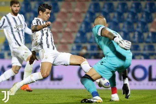 Juventus nhọc nhằn giành 1 điểm