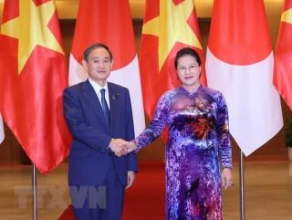 Chủ tịch Quốc hội hội kiến Thủ tướng Nhật Bản Suga Yoshihide