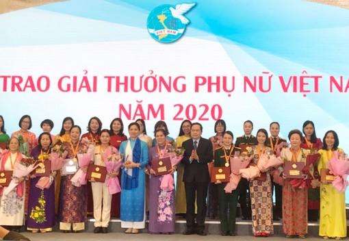 Cô Ngô Song Đào nhận Giải thưởng Phụ nữ Việt Nam năm 2020