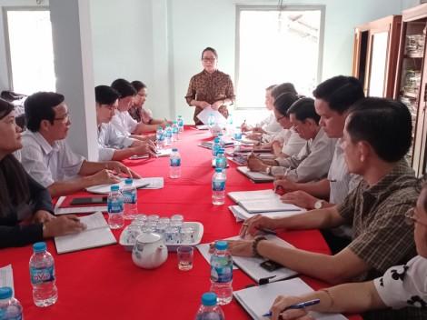 Bí thư Huyện ủy Mỏ Cày Nam làm việc với Phòng Tài Chính - Kế hoạch