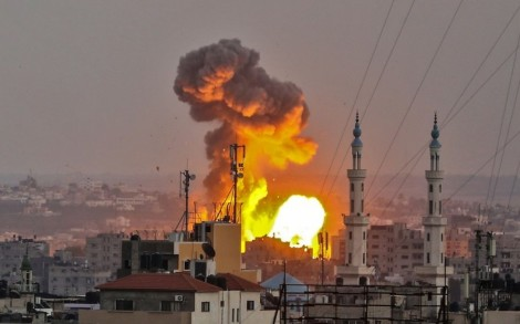 Israel không kích các căn cứ quân sự của Hamas ở Gaza, đáp trả vụ tấn công tên lửa