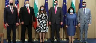 Các thành viên chính phủ Bulgaria phải cách ly vì Thủ tướng mắc Covid-19