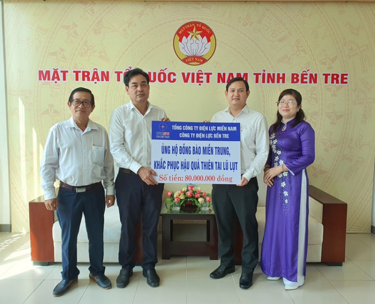 Điện lực Bến Tre trao 80 triệu đồng ủng hộ các tỉnh miền Trung