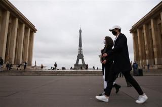 Số ca mắc trên thế giới tăng vọt; Nhiều nước châu Âu tái phong tỏa