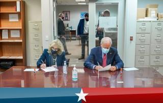Bầu cử Mỹ: Ứng cử viên Joe Biden bỏ phiếu sớm tại bang Delaware