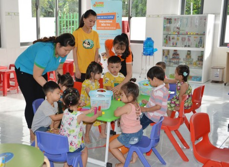 Tìm giải pháp khắc phục việc thiếu giáo viên mầm non