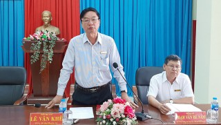 Bí thư Huyện ủy Lê Văn Khê làm việc với thị trấn Thạnh Phú