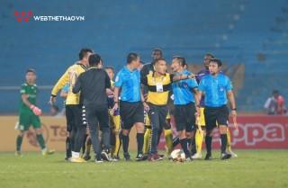HLV Chu Đình Nghiêm có thể mất quyền chỉ đạo trận quyết định của CLB Hà Nội