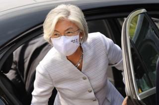 Ngoại trưởng Hàn Quốc đến thăm Mỹ đúng thời điểm nóng bầu cử