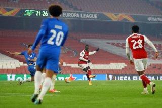 Arsenal đặt 1 chân vào vòng knock-out, AC Milan thua sốc Lille