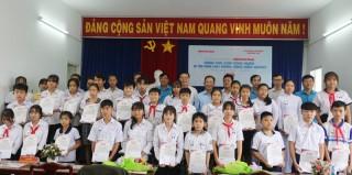 Trao 35 suất học bổng Báo Người Lao Động