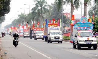 Các đội tuyên truyền lưu động viếng nghĩa trang liệt sĩ tỉnh và diễu hành đường phố
