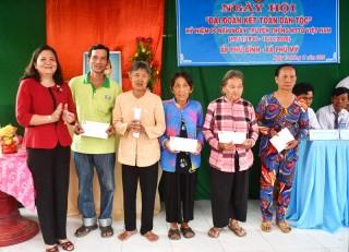 Phó bí thư Thường trực Tỉnh ủy dự Ngày hội Đại đoàn kết ở Phú Mỹ