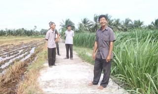 Ông Phạm Văn Nhựt tích cực hiến đất làm đường
