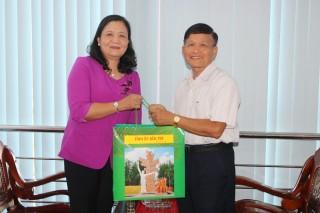 Phó bí thư Thường trực Tỉnh ủy thăm cán bộ nguyên lãnh đạo ngành giáo dục và đào tạo