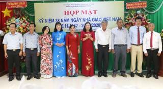 Họp mặt kỷ niệm 38 năm Ngày Nhà giáo Việt Nam 20-11
