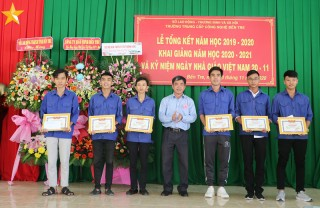 Các trường tổ chức kỷ niệm Ngày Nhà giáo Việt Nam