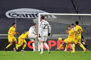 Ronaldo lập cú đúp, giúp Juventus trở lại cuộc đua vô địch Serie A