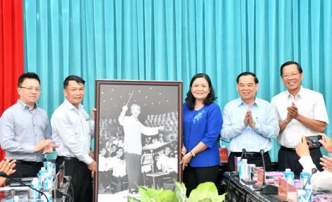 Tổng giám đốc Thông tấn xã Việt Nam Nguyễn Đức Lợi thăm và làm việc tại Bến Tre