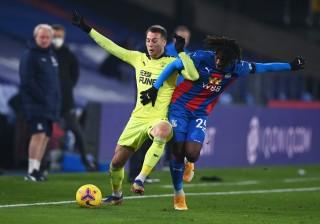 Newcastle chiến thắng phút 89