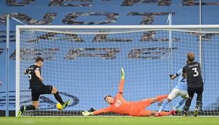 Mahrez lập hat-trick cho Man City