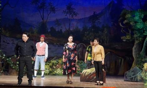 Đoàn Nghệ thuật cải lương Bến Tre diễn báo cáo phúc khảo vở mới