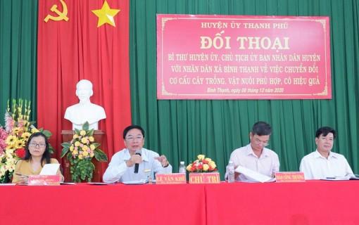 Lãnh đạo huyện Thạnh Phú đối thoại với nhân dân xã Bình Thạnh