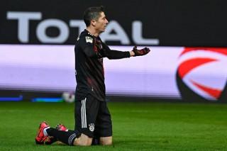 Lewandowski cứu Bayern khỏi thất bại