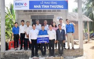 BIDV Chi nhánh Đồng Khởi trao nhà tình thương tại Thạnh Phú