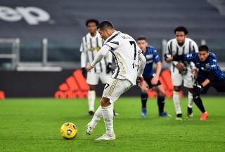 Ronaldo đá hỏng penalty, Juventus bị Atalanta cầm hòa