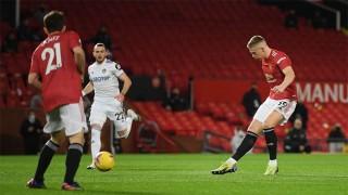 'Chơi tennis' với Leeds United, M.U chen chân vào top 3 Premier League
