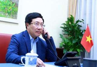 Phó Thủ tướng Phạm Bình Minh điện đàm với Bộ trưởng Bộ Ngoại giao Phần Lan