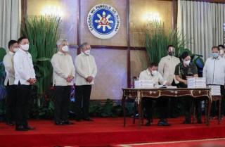 Tổng thống Philippines thông qua kế hoạch ngân sách lớn chưa từng có