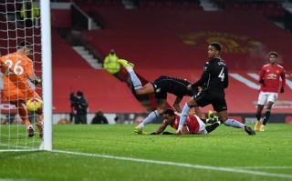 M.U bằng điểm với Liverpool, Everton lỡ cơ hội vào top 3