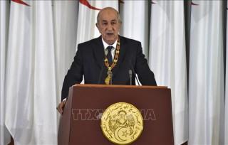 Tổng thống Algeria ký sắc lệnh thông qua hiến pháp sửa đổi