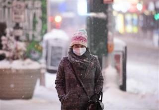 Anh lại lập kỷ lục ca nhiễm mới; Tokyo đề nghị tình trạng khẩn cấp