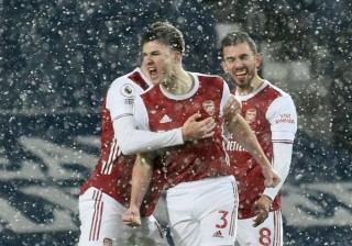 Lacazette lập cú đúp, Arsenal nghiền nát West Brom