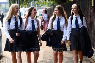 Thủ tướng Anh khuyến khích học sinh đi học