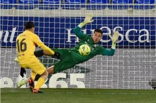 Messi làm nền cho De Jong tỏa sáng