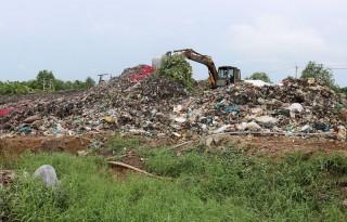 Sớm hỗ trợ công nghệ xử lý rác tại bãi rác thị trấn Chợ Lách