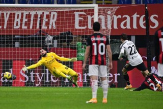 Ronaldo im tiếng, Juventus vẫn chặn đứng mạch bất bại của Milan