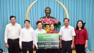 Ngân hàng TMCP Ngoại thương Việt Nam trao tặng 4 ngàn phần quà Tết