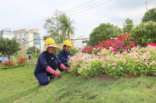 Trang trí công trình chào mừng ngày Bến Tre Đồng khởi