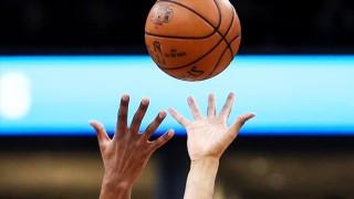 Hoãn thêm 2 trận đấu trong ngày 12-1-2021 vì COVID-19: NBA cân nhắc tạm ngưng mùa giải?