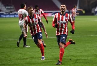 Thắng cách biệt Sevilla, Atletico nới rộng khoảng cách với Real Madrid