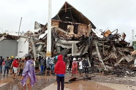 Động đất Indonesia: Số người chết tiếp tục tăng, cảnh báo dư chấn