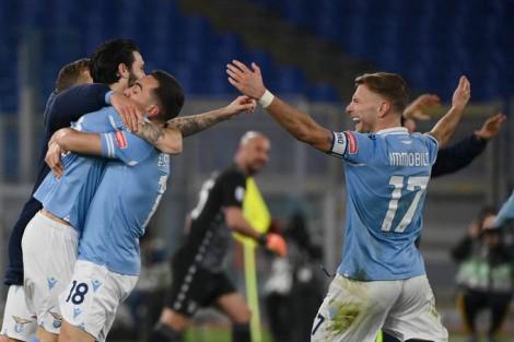 Vòng 18 Serie A: Lazio đè bẹp Roma